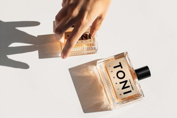 TG_Toni_Iconic_Sidevisual_05